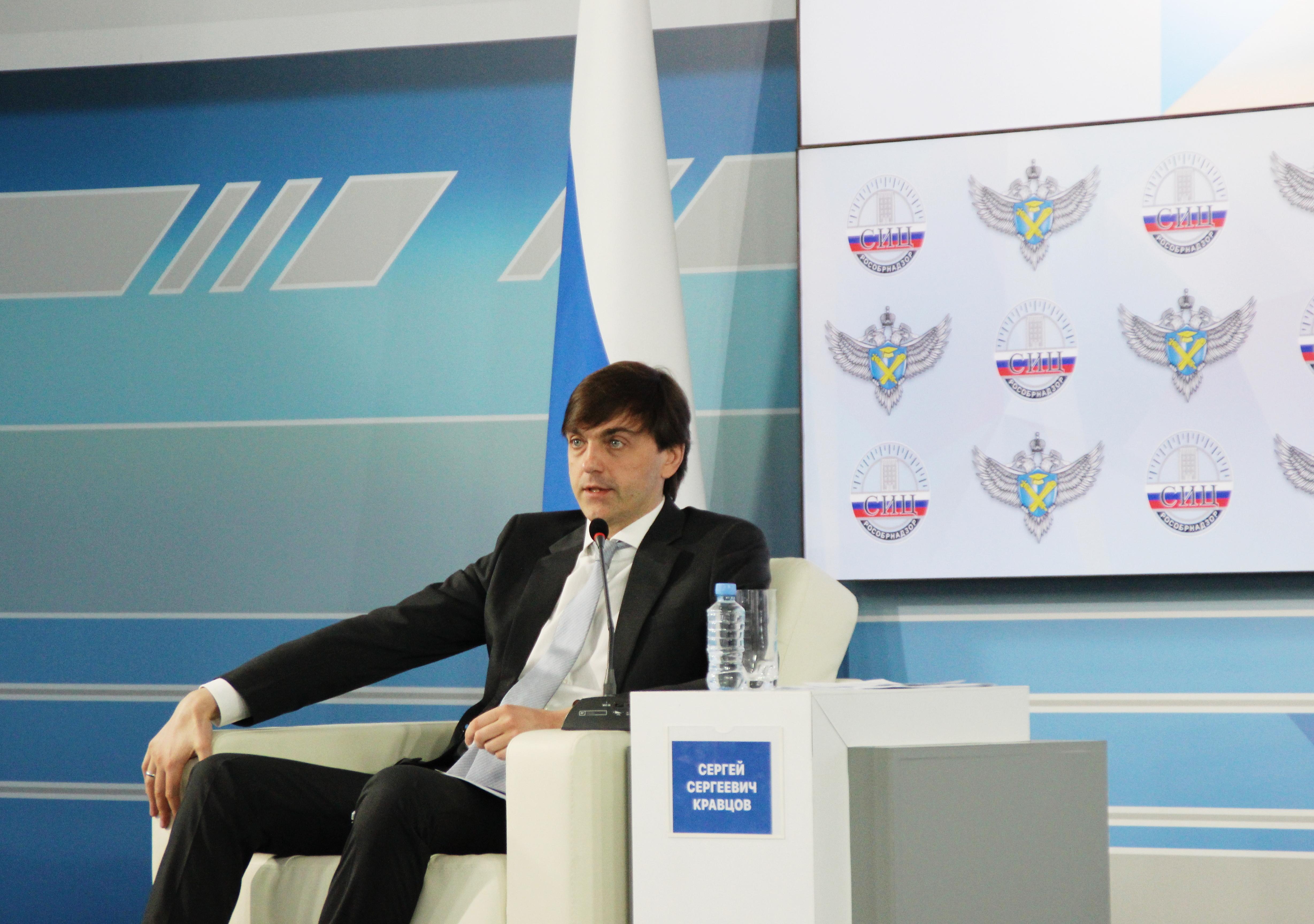 Глава Рособрнадзора ответил на вопросы выпускников и их родителей перед началом ЕГЭ-2019